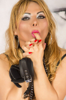 Adriana Alves, Travesti en Madrid
