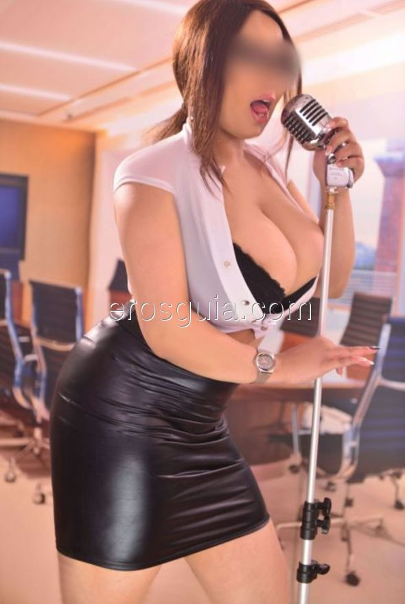 I am a beautiful woman very sweet and sympathetic, due to curves that will...