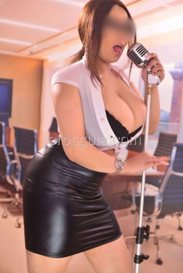 Je suis une belle femme très douce et sympathique, en raison de courbes...